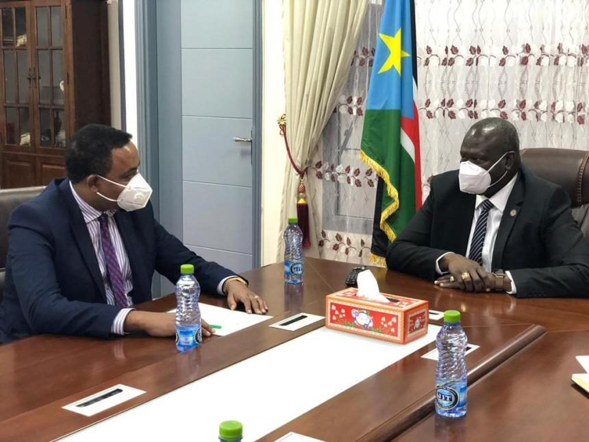 IGAD executive Secretary Workneh Gebeyehu meeting Machar in his office this afternoon (Photo credit: Twitter)