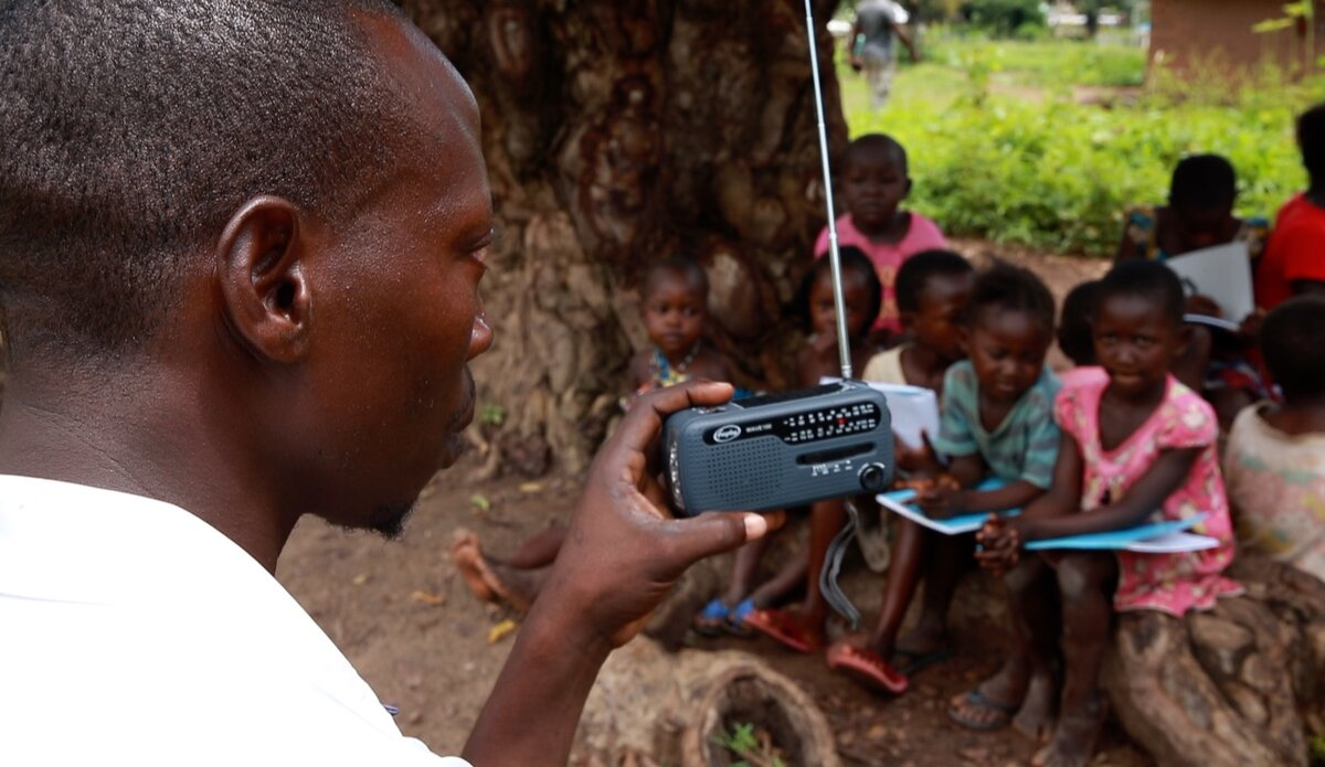 Children learning by listening to radio broadcast in South Sudan(Photo credit: UNMISS/Nyamilepedia)