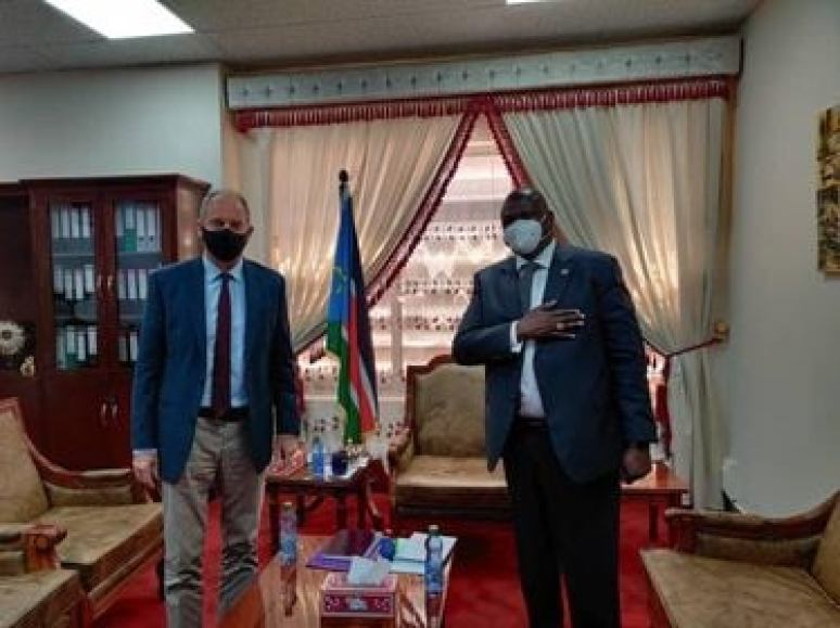 UNMISS head and Special Representative of the UN Secretary General David Shearer meets Dr. Riek Machar Teny, South Sudan's First Vice President(Photo credit: UNMISS/Nyamilepedia)