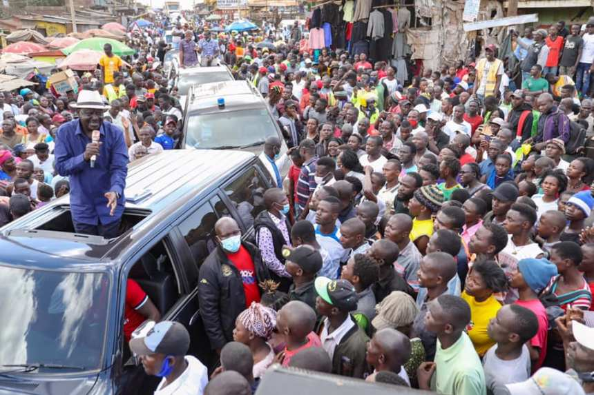Hon. Raila Odinga stopping in Kawangware briefly on Sunday(Photo credit: Riala sources/Nyamilepedia)
