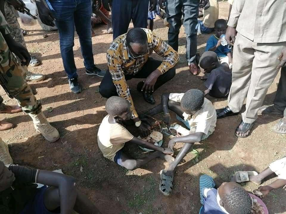 Newly appointed Governor of Northern Bahr El Ghazal Hon. Tong Akeen Ngor sharing a meal with the neglected streets children in Aweil Town on the street after visiting them(Photo credit: courtesy image/Nyamilepedia)
