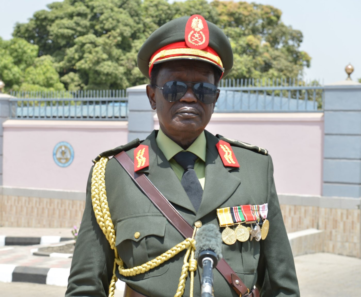 Gen. Aleu Ayieny Aleu, the governor of Warrap State posting for a picture after visiting Salva Kiir at his residence(Photo credit: file)