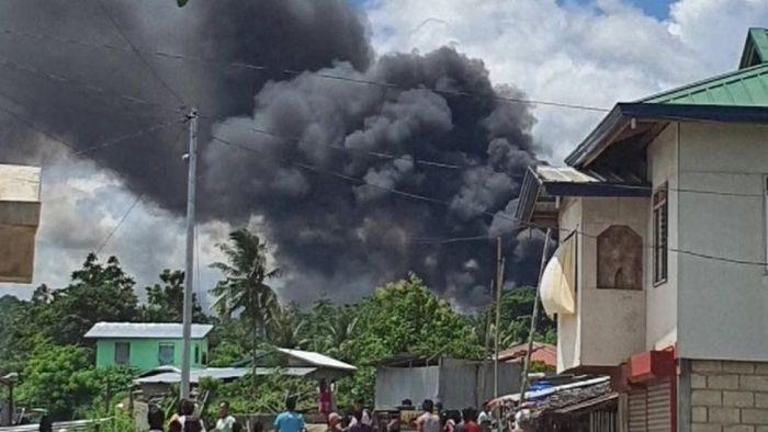 BREAKING: Military plane transporting troops crashes in Philippines