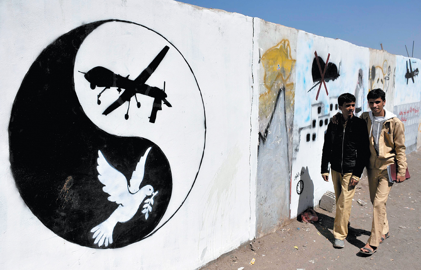 Anti-drone graffiti in Sanaa, Yemen, November 2013