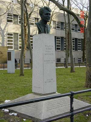 "L'image ""https://i1.wp.com/www.nycgovparks.org/sub_your_park/historical_signs/monument_pics/brooklyn/2/robert_f._kennedy_memorial_columbus_park_brooklyn.jpg"" ne peut être affichée car elle contient des erreurs."