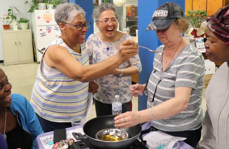 A group of elderly women in a Pomonok cooking class
