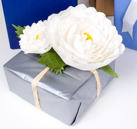Gift wrapping ideas diy crepe paper flowers nyc recessionista related mightylinksfo