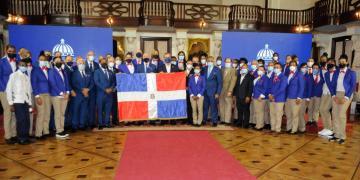 La delegación criolla estuvo formada por 66 atletas. El primer mandatario entregó la bandera que lo llevó la misión deportiva del país a este evento deportivo mundial.