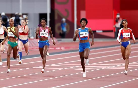 La dominicana Marileidy Paulino (2-d), la cubana Roxana Gómez (d), la estadounidense Quanera Hayes (3-d) y la jamaicana Candice McLeod (4-d) compiten en las semifinales de 400m femenino durante los Juegos Olímpicos 2020, este miércoles en el Estadio Olímpico de Tokio (Japón). (EFE/ Juan Ignacio Roncoroni).