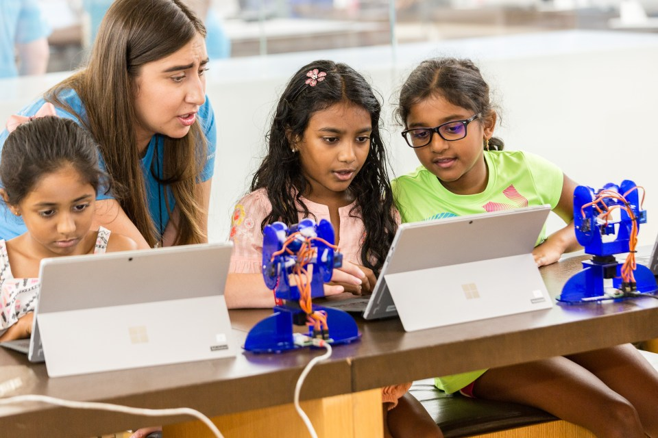 Microsoft Store and Girl Scouts launches new STEM program for girls