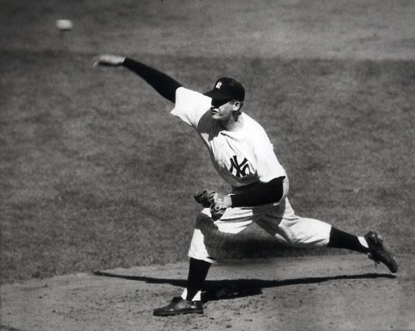 Don Larsen pitches first perfect game in World Series ...