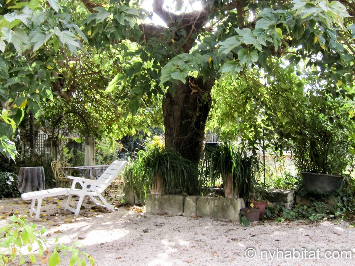 South France Apartment 1 Bedroom Mas Rental In Arles