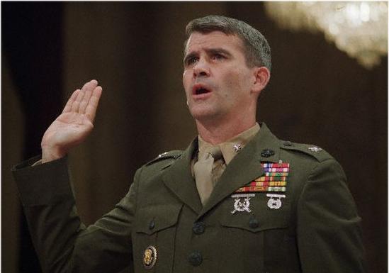 Oberstløytnant Oliver North, frontfiguren for den amerikanske Iran-Contras skandalen