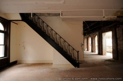 abandoned-atrium-017