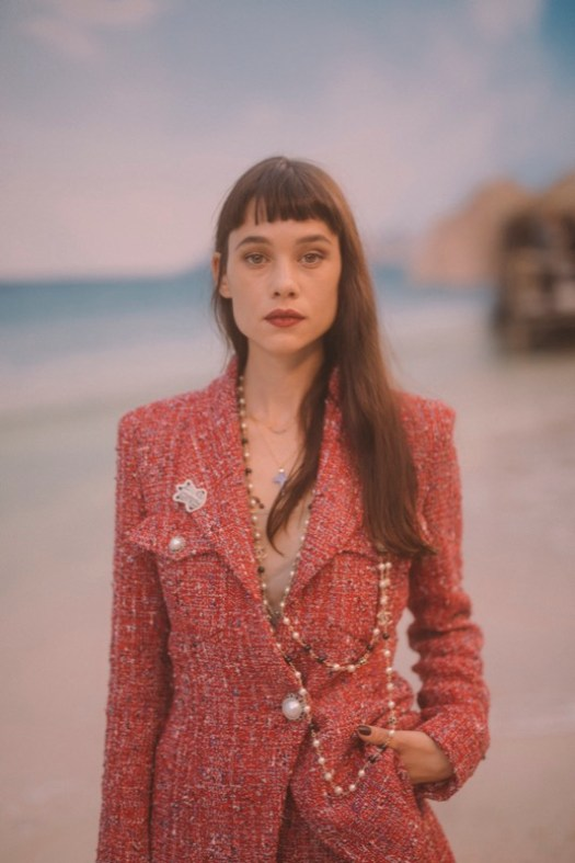 The French actress, ASTRID BERGES-FRISBEY, wore a red tweed jacket, look 1, with matching shorts, look 3, from the Spring-Summer Act 1 2019 Ready-to-Wear collection. CHANEL accessories and shoes. CHANEL Makeup