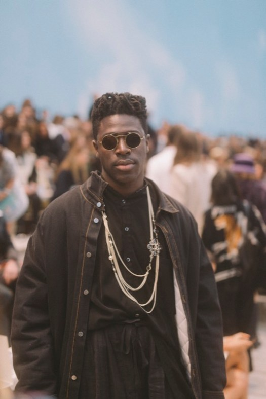 The American singer, MOSES SUMNEY, wore CHANEL accessories.
