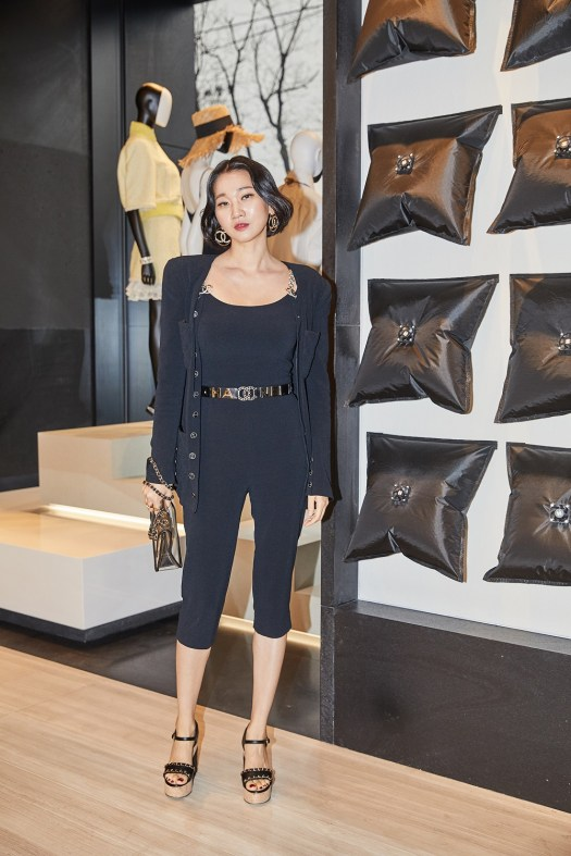 Yoon-ju Jang wore a black stretch crepe jacket (look 68), black jumpsuit (look 71) from the Spring-Summer 2019 Ready-to-Wear collection, CHANEL accessories, bag and shoes. She also wore