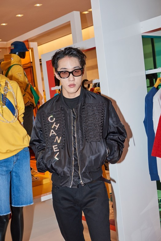 Zion.T wore CHANEL accessories.