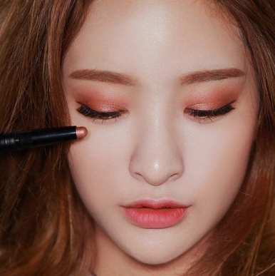Makeup: American vs Korean Beauty Standards - Nylon Pink