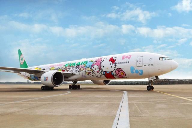 EVA Hello Kitty Hand-in-Hand Jet runway fr nose Feb2018