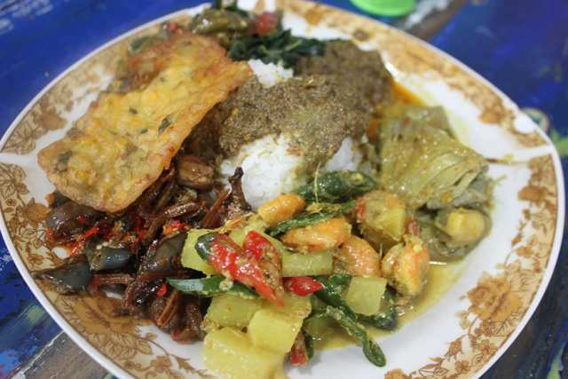 1 bali culinary street food tour seminyak - mixed plate