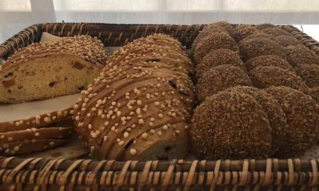 Novotel hotel san isidro lima Peru - breakfast buffet - bread 2