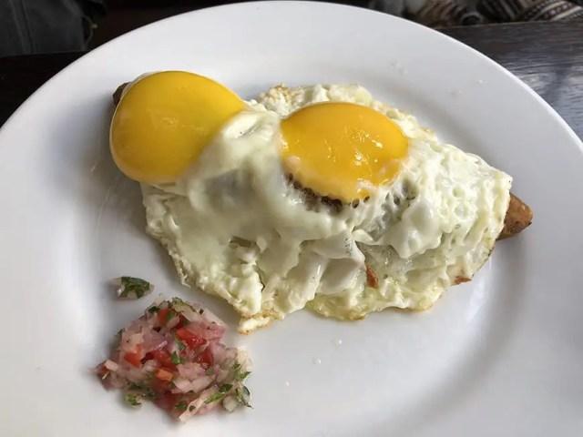 el albergue ollantaytambo - breakfast eggs