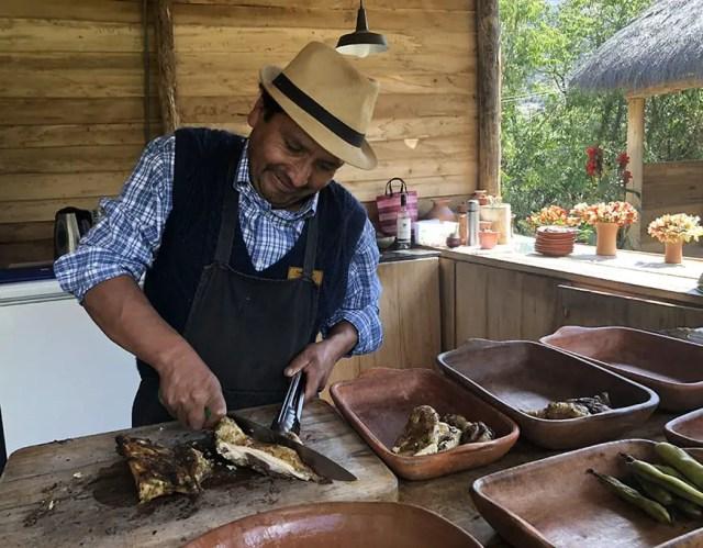 el albergue ollantaytambo - pachamanca farmer