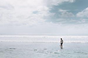 初心者時代のサーフィンのきつさを越えるたった一つの方法【根性論という魔法】