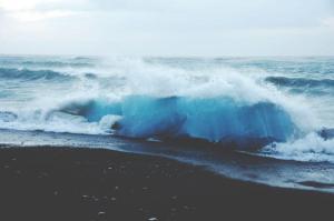 サーフィンは本当に体に良くて健康的で地球のエネルギーを受け取れるのか考える