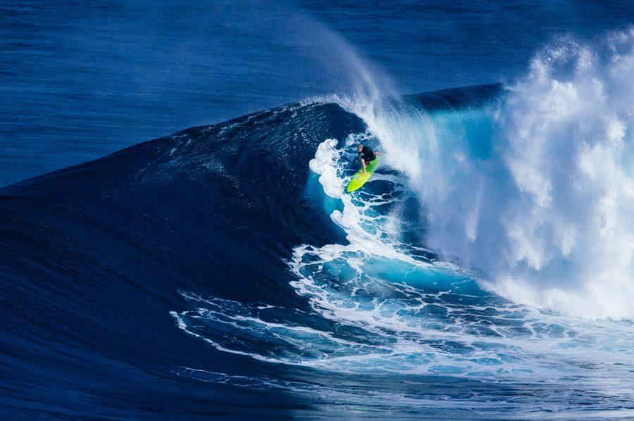 サーフィンにおける前足荷重の重要性がわかる写真