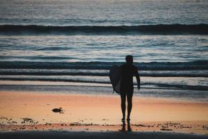 サーフィンをするのに最適な時間が早朝である理由【早起きは三文の徳】