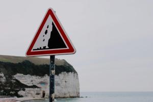 サーファーが怖いもの6選【初心者が絶対に知っておきたい波乗りの危険性とは】