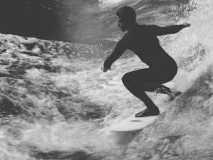 サーフィンの基本姿勢!初心者にありがちな間違った認識と正しい姿勢の練習方法