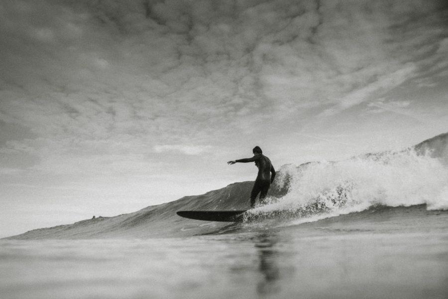 力のある波では高い技術が要求されるのがロングボード