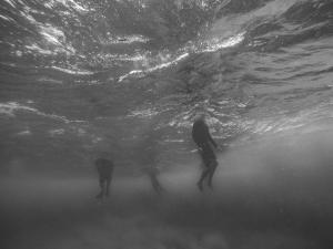 ウェットスーツに水が入ったときの対処法と事前対策【初心者サーファーが知っておくべきこと】