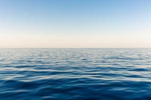 サーフィンで沖に出るのが怖い時の対処法【海が怖い人へ】
