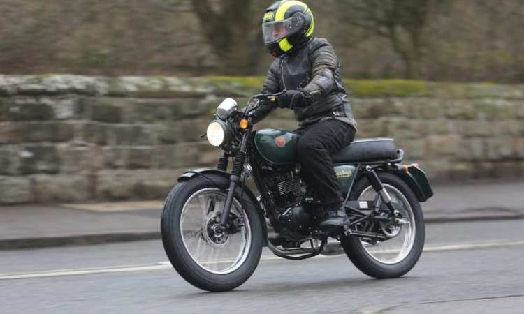 The Kestrel rides like any other decent modern 125