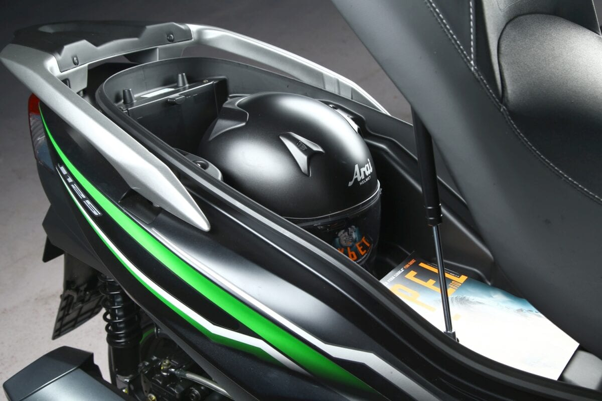 Launch Ride Kawasaki J125 On2wheels