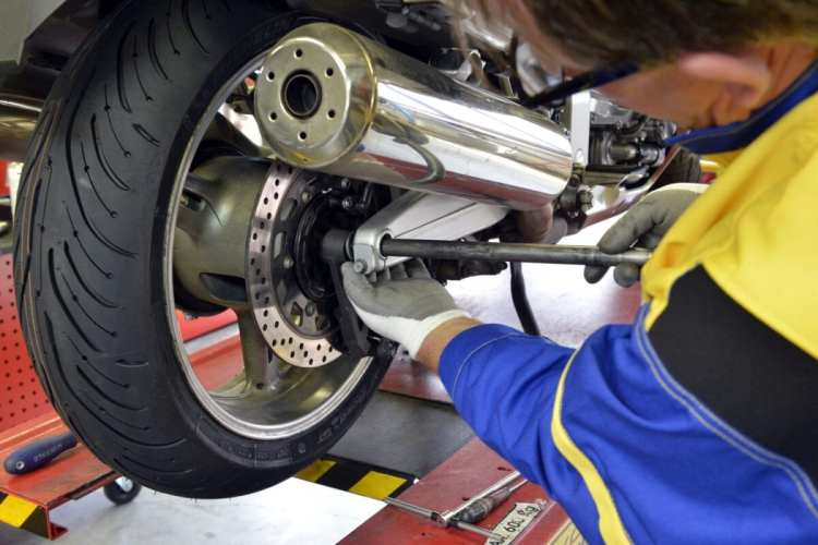 026_tyres-fitting