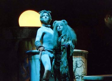 Feral: Ashton Byrum and Gina Valentine in 'CATS' Broadway Tour. (Courtesy Open Door)