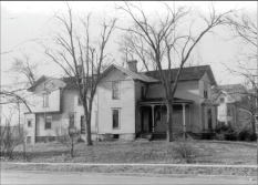 Philander Barclay's photo of the Packard House, Lake and Kenilworth, the Economy Shop's Home until 1924. | Photo courtesy of The Oak Park River Forest Museum