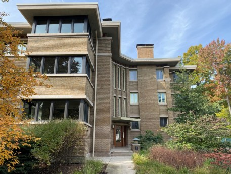 The John Van Bergen-designed Linden Apartments at Ontario and Linden earned the Stewardship Award for the building management's efforts to preserve the integrity of the 1916 Prairie School design over many years. | Courtesy Oak Park Historic Preservation Commission