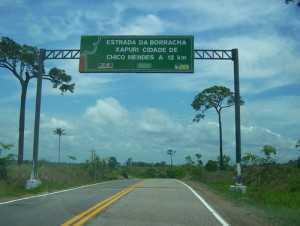 Estrada que dá acesso ao município de Xapuri, conhecido como berço do ambientalismo