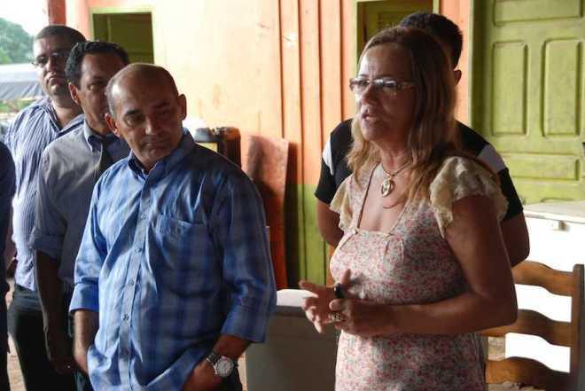 Prefeito Everaldo Gomes ao lado da secretaria de saúde Aldenice Ferreira. Foto: Assessoria.