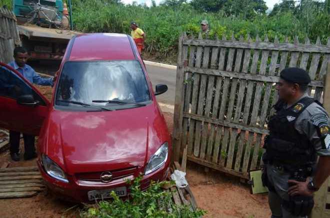 Veículo foi rebocado após o incidente a danos seriam reparados - Foto: Thay Tavares