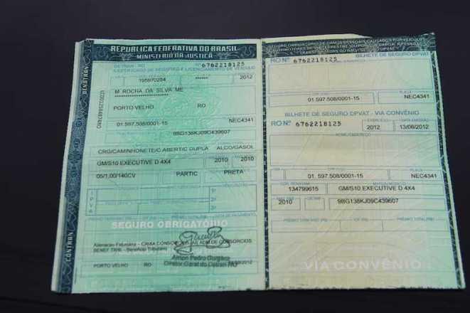 Documento original com impressão falsa denuncia possivel quadrilha dentro do Detran de RO - Foto: Alexandre Lima
