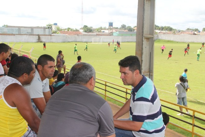 Prefeito André Hassem, o vice Raimundo Gondim, vereadores e população em geral foram assistir os jogos - Foto: Alexandre Lima