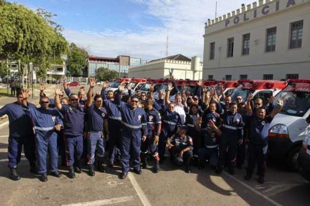 O governador Tião Viana e o vice-governador César Messias entregaram na manhã desta terça-feira, 29, dez ambulâncias ao Samu (Gleilson Miranda/Secom)