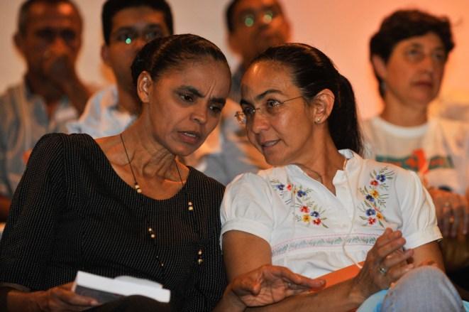 Brasília - As ex-senadoras Marina Silva e Heloísa Helena conversam na solenidade de lançamento de novo partido - José Cruz/ABr
